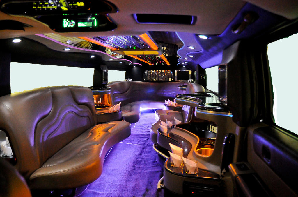 black-hummer-limo-int