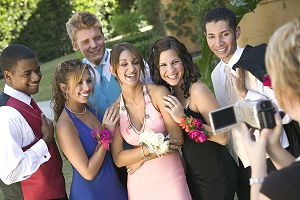 Prom-limo-teens